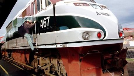 Τουλάχιστον δύο νεκροί από σύγκρουση τρένων
