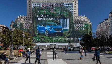 H γιγαντοαφίσα του νέου Ford EcoSport που έχει  μέγεθος όσο 20 γήπεδα  τένις