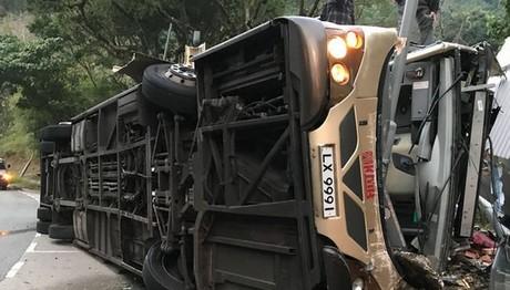 Τουλάχιστον 19 νεκροί από την ανατροπή διώροφου λεωφορείο