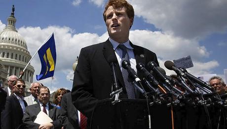 Ένας νέος Κένεντι βγαίνει μπροστά  στο Δημοκρατικό Κόμμα