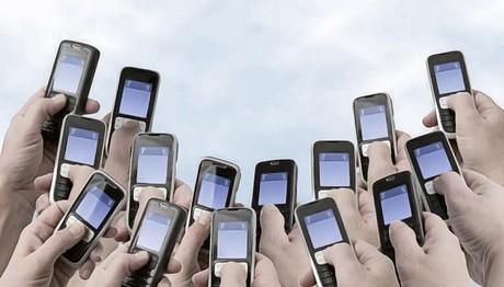 Αυξήσεις-φωτιά στα κινητά τηλέφωνα από τέλη Μαρτίου