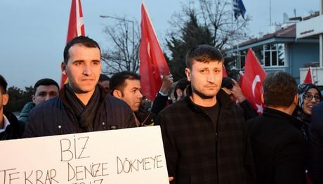 Διαδήλωση έξω από την ελληνική πρεσβεία στην Άγκυρα