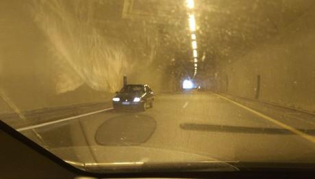 Οδηγούσε ανάποδα σε τούνελ της Εγνατίας Οδού