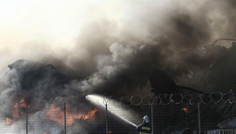 Φωτιά σε αποθήκη ξυλείας στα Χανιά