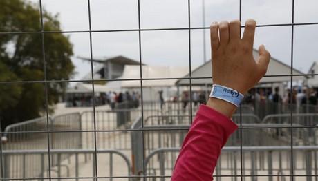 Αντιδράσεις προσφύγων για τη μεταφορά τους από ξενοδοχεία