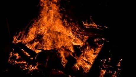 Φωτιά σε κτίριο στου Ψυρρή