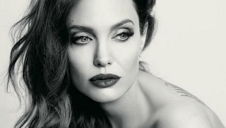Η Jolie γερνάει και της αρέσει