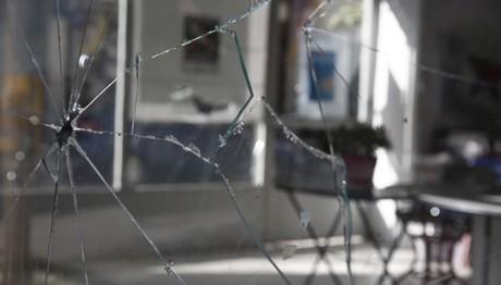 Επίθεση με φωτοβολίδα στα γραφεία του ΣΥΡΙΖΑ
