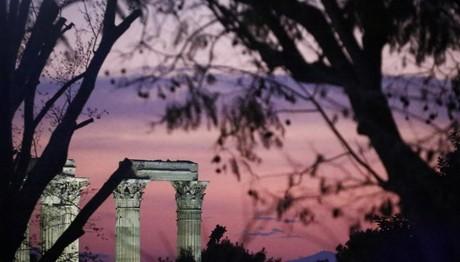 Οι Στύλοι του Ολυμπίου Διός το σούρουπο
