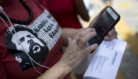 Απίστευτη έρευνα: 1 στους 5 κατασκοπεύει online τον πρώην