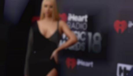 Διάσημη star ποζάρει ολόγυμνη στη μπανιέρα της και «ρίχνει» το διαδίκτυο