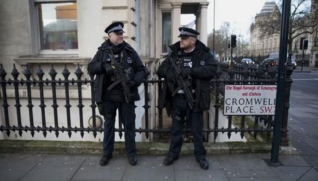 Βρετανία: Αποκλείστηκαν σχολεία υπό το φόβο επιθέσεων