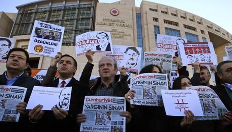 """Τουρκική Τζουμχουριέτ: """"Ημέρα ντροπής για τη δικαιοσύνη"""""""