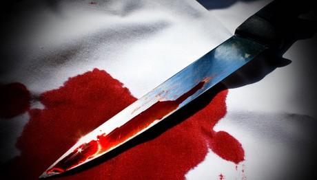Μαχαίρωσε τη μητέρα του μέσα στο σπίτι τους