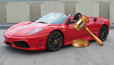 Στο σφυρί βγαίνουν κατασχεμένες Ferrari και Porsche