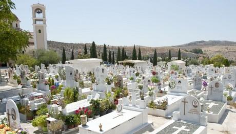 Αυτοκτόνησε πάνω στον τάφο του κολλητού του