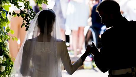 Ρομαντικό στιγμιότυπο από τον βρετανικό βασιλικό γάμο