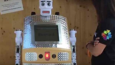 Έφτιαξαν ρομπότ-ιερέα για την κάλυψη κηδειών
