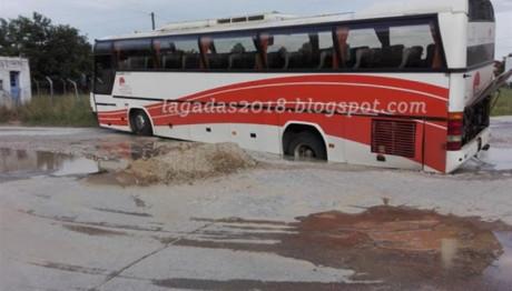 Λεωφορείο εγκλωβίστηκε στον Λαγκαδά