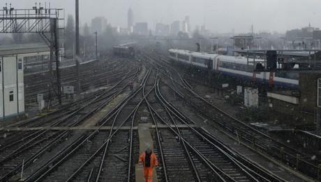Λονδίνο: Τρεις νεκροί μετά από σύγκρουση με τρένο