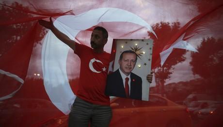 Θρίαμβος Ερντογάν: Πήρε την προεδρία, κράτα και τη Βουλή