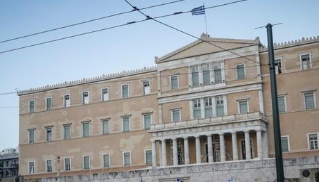 Σύλληψη στη Βουλή για ακάλυπτες επιταγές