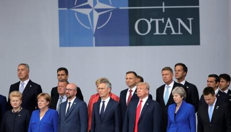Η οικογενειακή φωτογραφία στη σύνοδο του ΝΑΤΟ