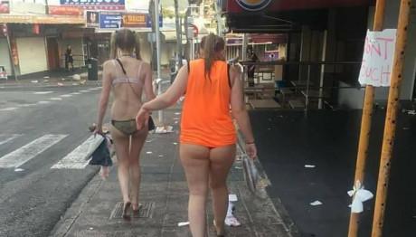 Μεθυσμένες τουρίστριες