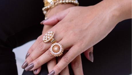 Χέρια με δαχτυλίδια