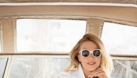 ea305861aae Η Τάμτα με το μαγιό της σε παραλία του Los Angeles   Star.gr