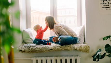 Παιδάκι με τη μαμά του