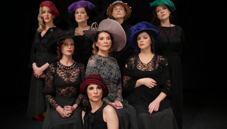Οκτώ Γυναίκες Κατηγορούνται  - Θέατρο Αργώ