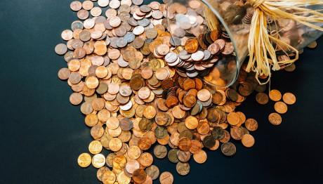 Κέρματα σε βάζο