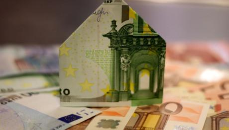 Σπιτάκι από χαρτονομίσματα του ευρώ