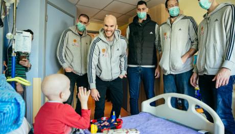 Οι παίκτες του Παναθηναϊκού μοίρασαν χαμόγελα στα παιδιά της ΕΛΠΙΔΑΣ