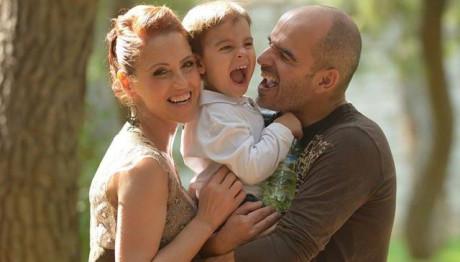 Ο μικρός Χριστόφορος με τους γονείς του