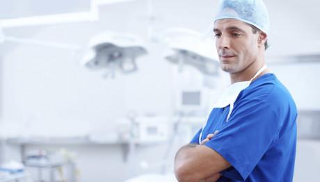 νεαρός γιατρός