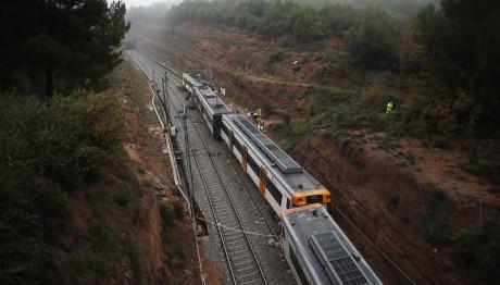 Αποτέλεσμα εικόνας για Εκτροχιάστηκε τρένο - Έξι νεκροί