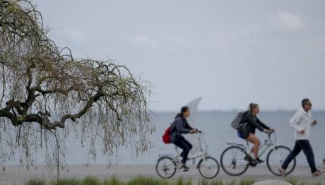 Βόλτα στη νέα παραλία της Θεσσαλονίκης