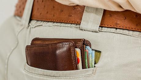 Πορτοφόλι σε τσέπη