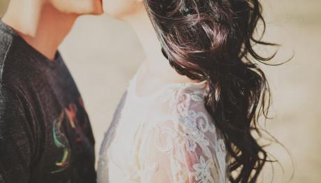 Παρουσιάστρια Χωρίζει Με Τον Παρουσιαστή Σύζυγό Της-Την Απατούσε