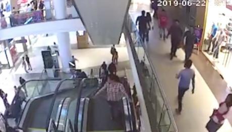 12χρονος παρασύρθηκε από κυλιόμενη σκάλα εμπορικού