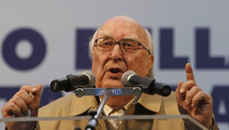 O Ιταλός συγγραφέας Αντρέα Καμιλέρι, έφυγε από τη ζωή σε ηλικία 93 ετών