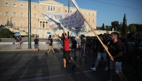 Φοιτητές διαμαρτύρονται στο συλλαλητήριο για την κατάργηση του ασύλου
