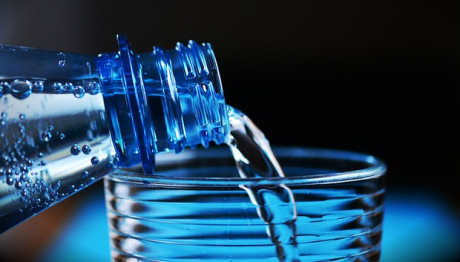 Μπουκάλι με νερό