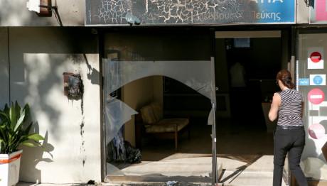 Ζημιές από γκαζάκια στα γραφεία της ΝΔ Πεύκης