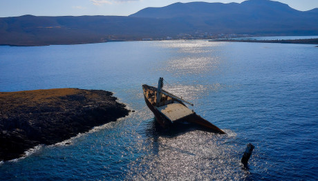 κουφάρι πλοίου στη Νησίδα Δραγονάρες
