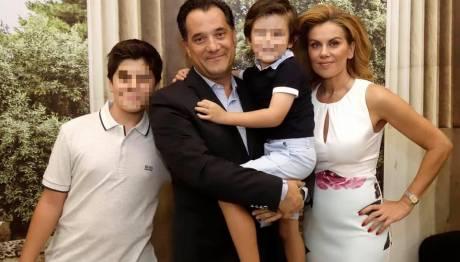 Ο Άδωνις Γεωργιάδης, η Ευγενία Μανωλίδου και τα παιδιά τους