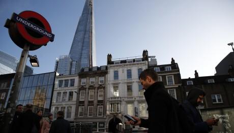 Στο Λονδίνο μια μέρα πριν τις πρόωρες εκλογές
