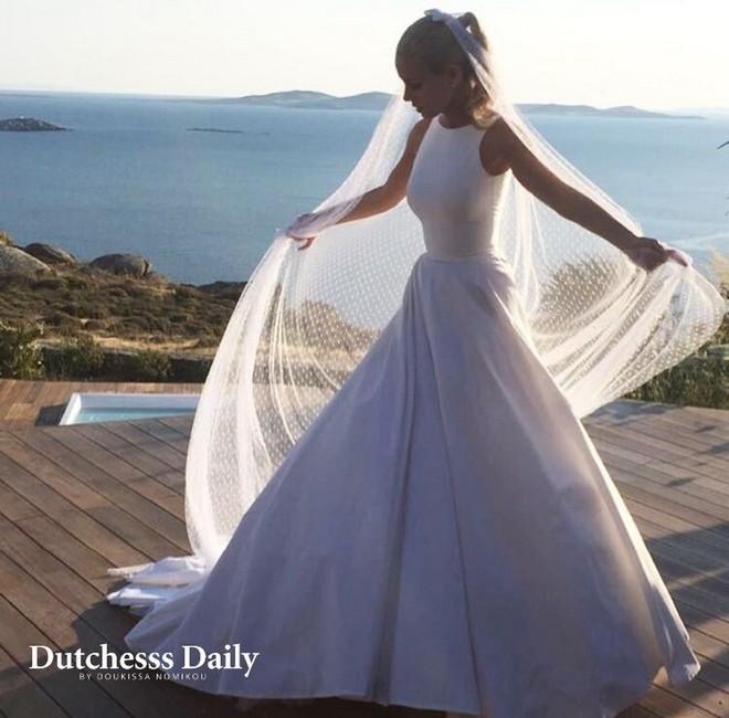 c18a718ee91 Οι ΝΕΕΣ ΦΩΤΟ της Δούκισσας Νομικού από το γάμο της και το τρυφερό ...